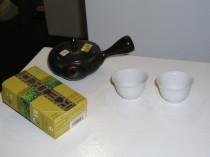 200 ml Grünteekännchen, 2 weiße Porzellanschalen und 50 g Kabuse Kukicha
